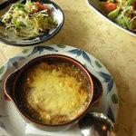 壺屋 - コースのスープは、にんにくのスープとオニオンスープが選べます。