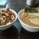 40451660 - 2015-07-31 本日のミニ丼(豚ペタ丼¥250ライス大盛無料)