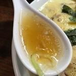 40462813 - 豚骨ベースの清湯スープにカエシのチューニング。秀逸!