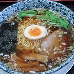 かな芽 - 料理写真:醤油ラーメン 680円 (^^@