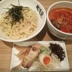チャンポン専門店 平和食堂 by 我流風 - 赤のつけ麺(激辛タンタン)全部のせ 麺大玉