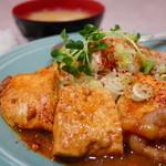 洋庖丁 - 肉と豆腐のタレ焼 ジャンボ定食 (¥800)
