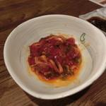 炭火焼肉・にくなべ屋 神戸びいどろ - タンユッケ 混ぜちゃいました。。。