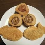 太郎焼本舗 - 太郎焼(小倉あん・カスタードクリーム)¥150・たい焼(小倉あん・チーズクリーム)¥150