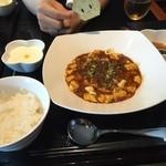 40502686 - 同僚はマーボー豆腐をくらあてたにゃめ。