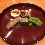 40503227 - 八寸(昆布締めした鱚の握り鮨、枝豆、フォアグラをのせた卵、ばい貝など)