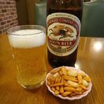 アラスカ - 瓶ビールとお通しの柿ピー