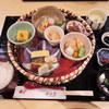 月日亭 - 料理写真:ボキらが注文したのは、点心1600円。 いろいろ食べられて美味しそうなセットだったから、これにしたの。 器もひとつひとつ凝ってるよね。