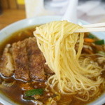 珍来飯店 - 麺は中細ストレート。