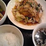 せろりや - 大葉と茗荷ののったパリパリ 油淋鶏