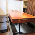 山道 - カウンター席・テーブル席・小上がりがあります。 今回は、掘り炬燵式のテーブルがある小上がりを利用しました。