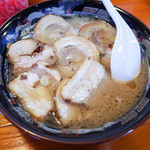 麺屋ラ賊 - 料理写真:「チャーシューメン」(800円)。どっさりチャーシューが迫力です。