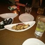 レインボー - ムール貝の白ワイン蒸し  ¥490    きのこのアンチョビバター  ¥490     ~2015.8月~