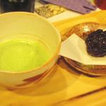 ワサビカフェ - お抹茶セットです。注文が入ってからたてるお抹茶は味わい深いです