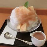 40672693 - 2015年8月:生桃のかき氷(\900)…季節限定品です♪