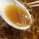 こだま - いわゆる中華屋さんの担担麺のようにゴマペーストのスープではなく、ラー油だよね。 スープは透き通ってます。