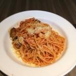 バルピノーロ - 茄子とベーコソのトマトソースすっぱげってぃ
