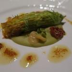 リストランテ・イ・ルンガ - 自家製サルシッチャを詰めた南瓜の花 乾燥空豆とえんどう豆のクレマ