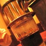 ニャーヴェトナム - ヴェトナム珈琲」  ヴェトナム式ドリップ...練乳を入れて飲むのがヴェトナム流らしい。
