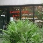 40731772 - スタイリッシュな外観。                       店名が書かれて何の店かは分かりやすくなりました。