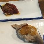 立ち寿司 まぐろ一徹 - まぐろのど肉(ユッケ)、まぐろホホ肉炙り