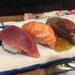 立ち寿司 まぐろ一徹 - サーモン、勝浦生まぐろ、まぐろ脳天