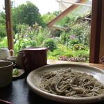 農園の四季 - 料理写真:カフェ風の店内、外の庭もキレイ!