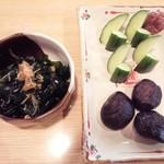 豊年屋 - 若布となめ茸の和え物、もろきゅうと椎茸当座煮