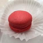 ユニバーサル洋菓子店 - 料理写真:クリームマカロン(イチゴ)