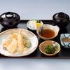 初瀬川 - 料理写真:「初瀬川定食」揚げたての天ぷらをその場で提供 ¥750