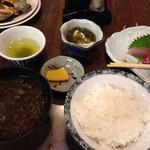 磯料理ヨット - ヨット定食のアオサの味噌汁、もずく酢(これお気に入りです)お造りは文句なく美味い!もちろん大根もシソもいただきました!
