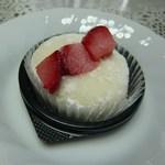 御菓子処 吉野屋 - 料理写真:桃と苺のフローズン大福