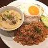 プーアン - 料理写真:グリーンカレーとガパオのセット
