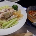 華都飯店 - 棒棒鶏冷麺(ハーフサイズ)と練りごまタレ