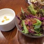 BREAD&DISHES MUGINOKI - ランチのサラダとスープ。
