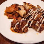 BREAD&DISHES MUGINOKI - 「MUGINOKI 肉プレートLunch」(1,380円)のメイン。美味しかったァ~♪