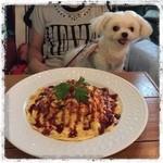 ルーズカフェ - キノコと牛肉のガーリックオムライス