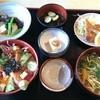 遊遊 - 料理写真:サーモンマグロアボカド丼