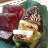 日本三大和牛、近江牛(近江姫和牛)サーロイン炭火焼  11880円のコースから食せます。