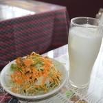 キッチンキング - 料理写真:サラダとラッシー