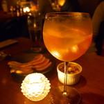 ビジョン - 季節のフルーツカクテル。グレープフルーツとワイン