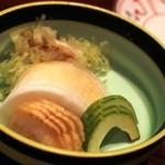 横浜 野田岩 - お新香盛り合わせを肴に麦酒を頂きます 瓜は夏の味