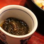 横浜 野田岩 - お通しのもずく。酸味が柔らかです