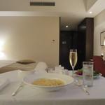 ストリングスホテル東京インターコンチネンタル - インルームダイニング(深夜)