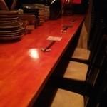 ずず - カウンターの奥にテーブルが
