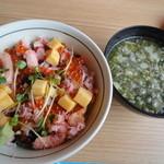 目利きの銀次 - バラチラシ丼(味噌汁付)