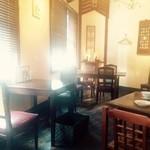 カフェ・シンガプーラ 海南鶏飯 - 現地感のある2Fフロア!