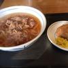 ウエスト - 料理写真:⚫︎肉うどん=610円 ⚫︎かしわおにぎり=100円