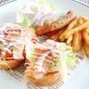 グリックグリル - 料理写真:トーストロールサーモンのせ  Fポテト・バジルソーセージと共に(スープ&ドリンクバー付)780円(税込842円)