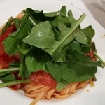 イル・プリモ - 生ハムとルッコラのトマトソースパスタ